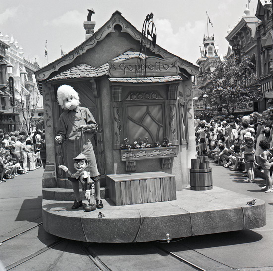 Pinnochio Parade - Magic Kingdom 1980